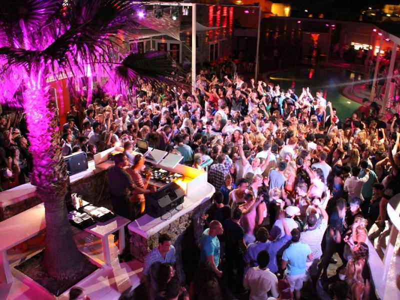 mykonos-nightlife-clubbing
